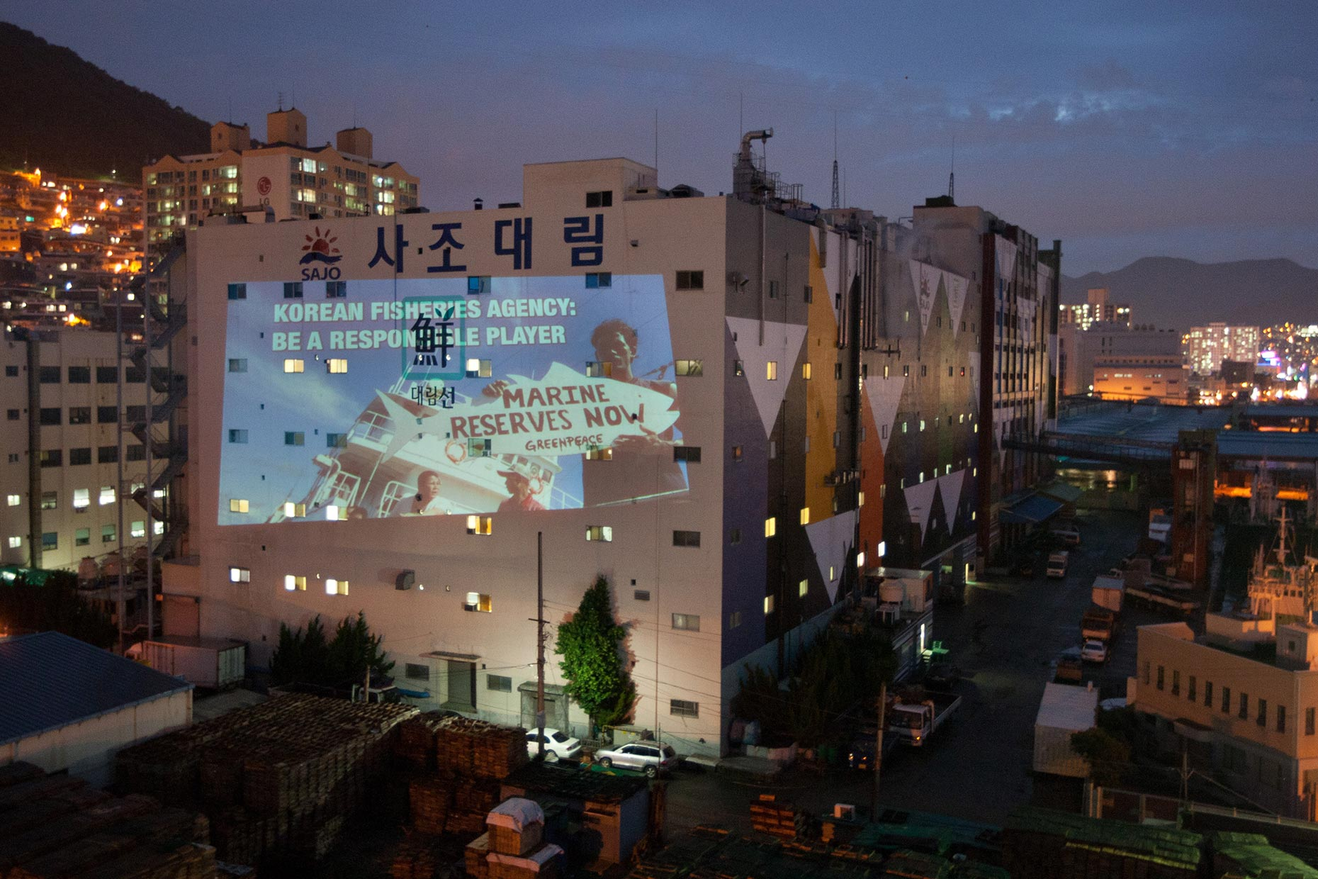 Greenpeace projection action in Busan, by Scotland photographer