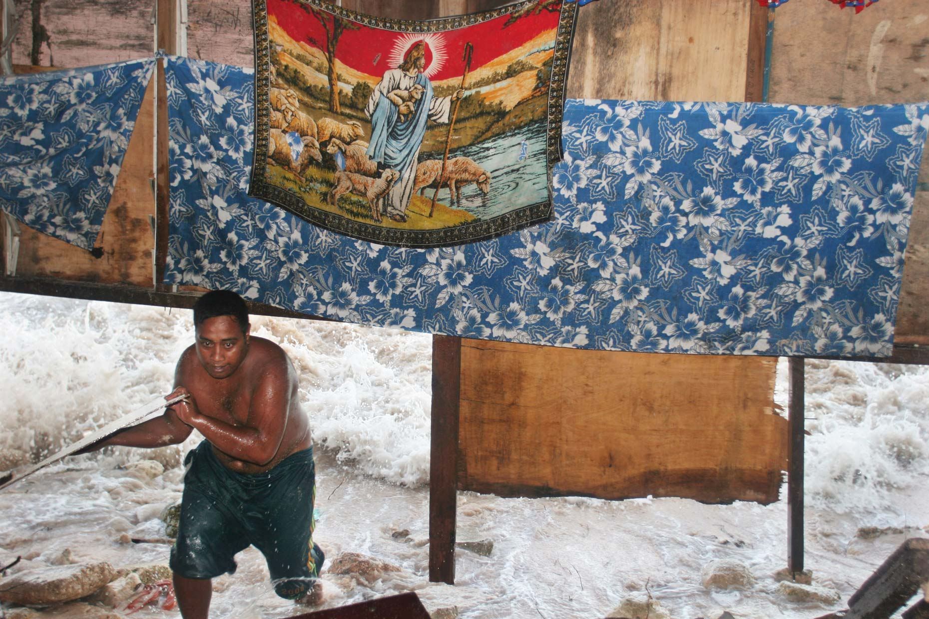 Rising sea levels in KIRIBATI, by Scotland Greenpeace photographer